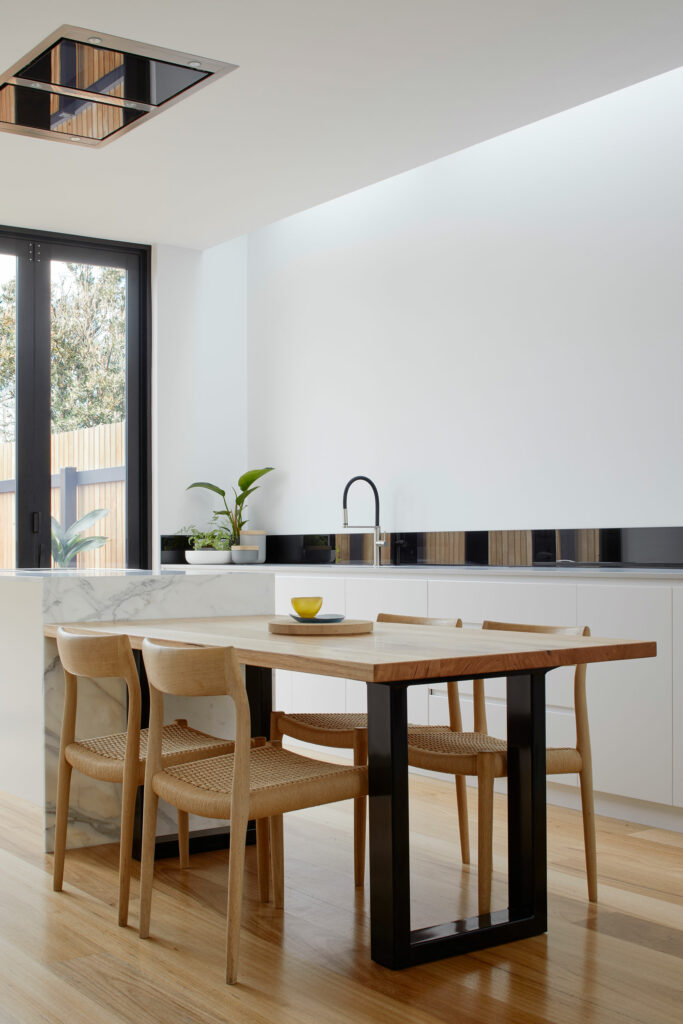 Maike Design white kitchen, marble and timber bench