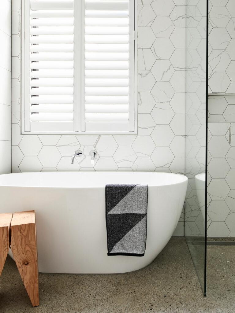 Maike Design freestanding bath, concrete floor and marble tiles