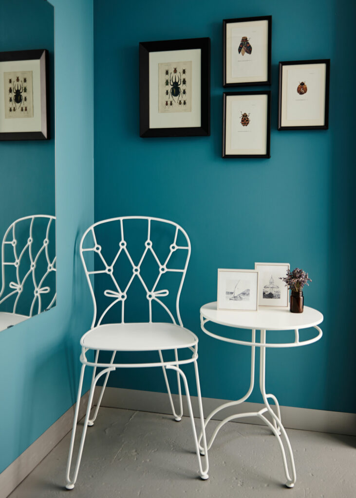 Maike Design Creative workspace, warehouse conversion. Bathroom with white furniture
