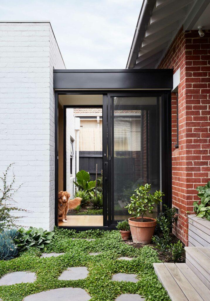 Maike Design garden connection. Glass hallway link